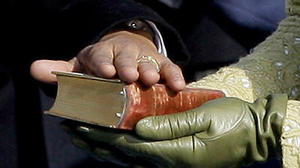 Obama using King and Lincoln Bibles during oath