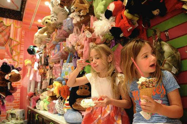The popular -- and fun-filled -- ice cream parlors are hoping to sell more franchises during this weekend's franchise show in Miami