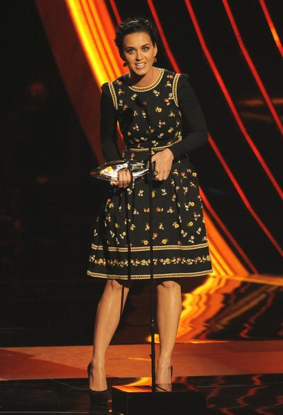 Katy Perry in a Valentino dress, Jimmy Choo heels, a Jennifer Behr headpiece, and Sylva & Cie earrings.
