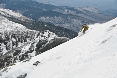 "Find discounts of as much as 50 percent on resort and lift packages at Killington, Smugglers' Notch, Stowe, Mount Snow and other resorts at <a href=""http://lastminuteskigetaways.com/"">LastMinuteSkiGetaways.com.</a>"