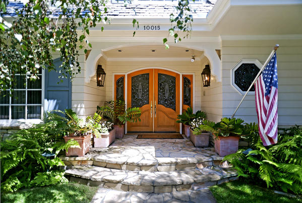 Actress Jennifer Love Hewitt sold a house in Toluca Lake for $2.15 million.