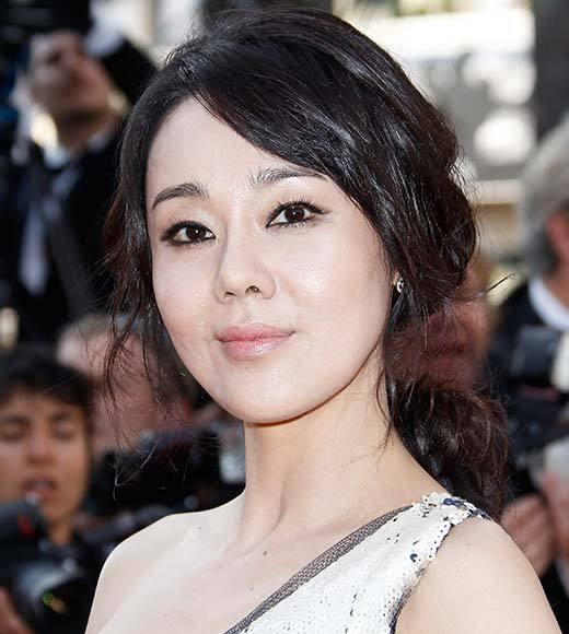 Overheard at 2013 Winter TV Press Tour: As a girl, I like hair and makeup. ... Id like to be recognized when I look good.  -- Mistresses star Yunjin Kim compares the trappings of her new show to those of Lost
