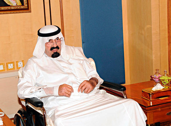 Saudi Arabia's King Abdullah meets visitors in Riyadh November 28, 2012.