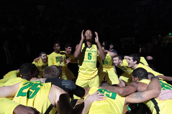 Oregon Ducks guard Fred Richardson III (5) in a team huddle before the game against the Arizona Wildcats.