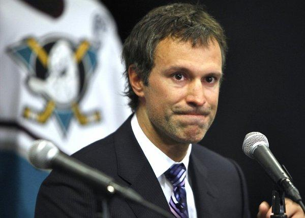 Scott Niedermayer is now an assistant coach with the Ducks.