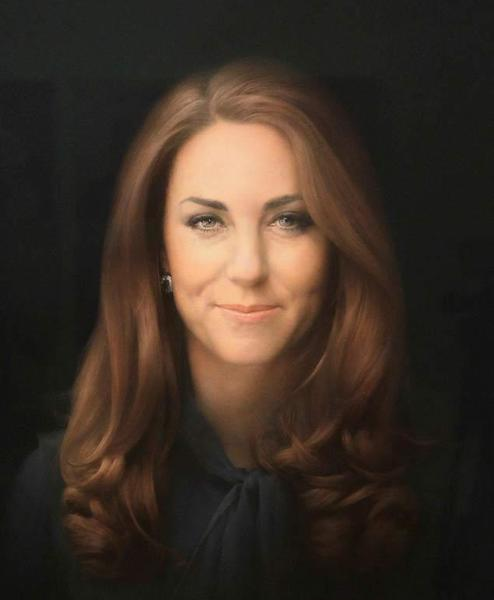 Kate Middleton's official portrait has been unveiled. Prince William's wife's likeness can now be seen in Britain's National Portrait Gallery but not everyone is in love with what they see.