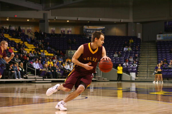 Skye Warwick controls the ball for Northern State against Mankato Friday.