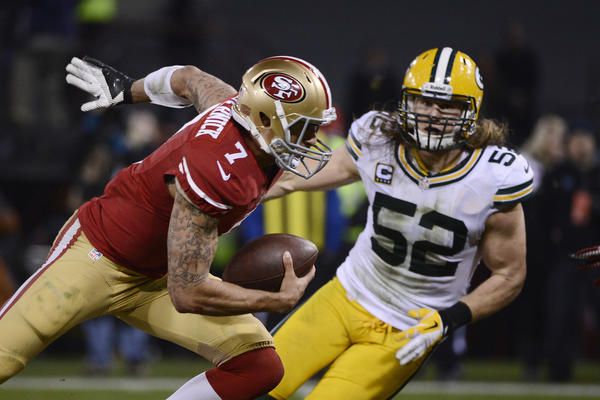 49ers quarterback Colin Kaepernick runs the ball against Packers linebacker Clay Matthews during the second quarter.