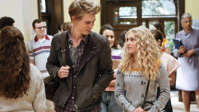 TV review: 'The Carrie Diaries' introduces teen Carrie Bradshaw