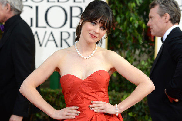 Zooey Deschanel wears a custom-created pearl-and-diamond necklace, bracelet and earrings by Kwiat on the 2013 Golden Globes red carpet.