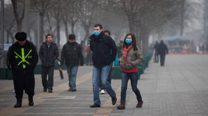 China pollution results in factory closures, flight cancellations