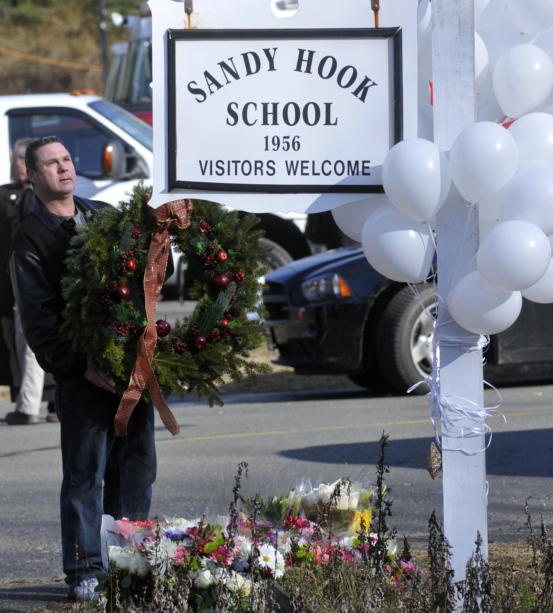 Sandy Hook Shooting Massacre At Connecticut Elementary: Sandy Hook Elementary School