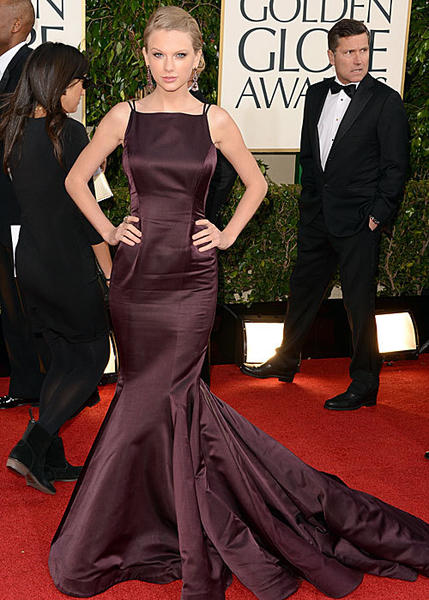 "On the red carpet, Taylor Swift -- who wore an eggplant Donna Karan Atelier dress -- thanked Ryan Seacrest for sending her a basket of baking tools. He sent it to thank her for helping him get great ratings for his New Year's Eve show. Wonder what he sends the Kardashians? <br><br> <i>-- <a href=""http://www.twitter.com/cadlymack"">Carina Adly MacKenzie</a>, <a href=""http://www.zap2it.com"">Zap2it</a></i>"