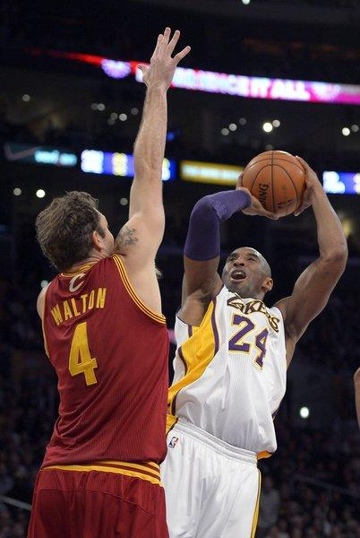 Lakers guard Kobe Bryant shoots over Cavaliers forward Luke Walton, his former L.A. teammate.