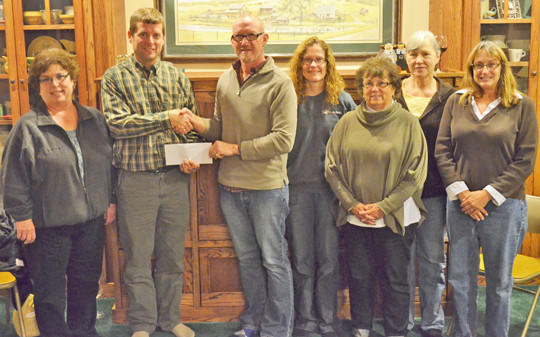 The Garden Plotters Garden Club recently made a $1,000 donation to the Kuhnert Arboretum for the purchase of a bench that will be placed near the rose gardens. Club members hold an annual plant sale to raise funds for community projects. Aberdeen city forester Aaron Kiesz accepted the donation from the club. From left are Mavis Heyd, Kiesz, Kelly Miller, Renae Mettler, Myrna Kokales, Darlene Aho and Janet Simon.