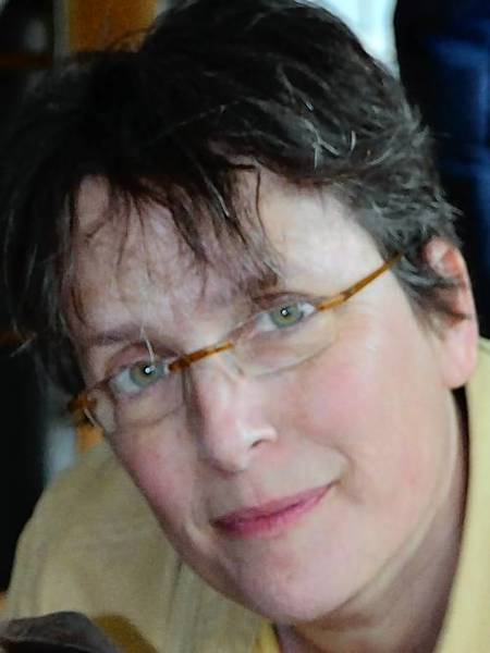 Carol Walter died Dec. 27 of lung cancer at her home in West Hartford. She was 53.