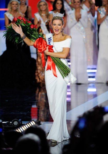 Mallory Hagan, Miss New York, waves after being crowned the new Miss America.