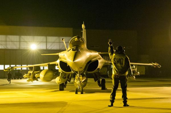 French military attacks Islamist extremists in northern Mali - French fighter jets readied for Mali operation