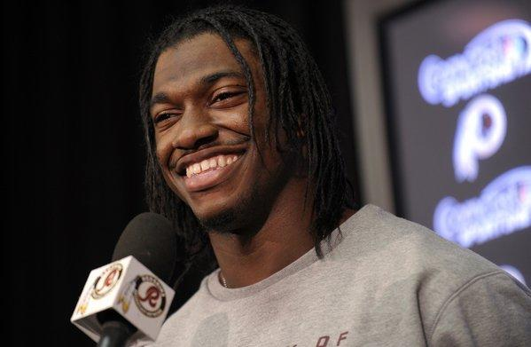 Washington quarterback Robert Griffin III has been named rookie of the year by Pro Football Weekly/Pro Football Writers of America.