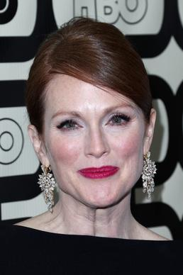 Actress Julianne Moore wearing jewels by Bulgari.