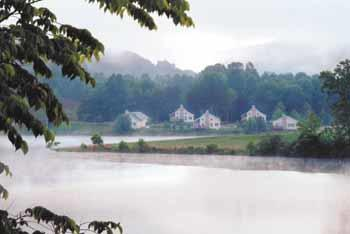 Resort cottages on Stonewall Jackson Lake