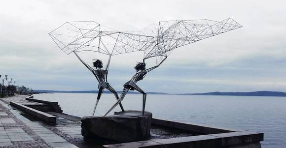 Two wire-sculptured fishermen's gift to Petrozavodsk from sister city Duluth, Minn.
