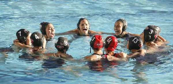 The Glendale High girls' water polo team improved to 3-0 in the Pacific League with a 14-4 win over Burbank High Tuesday.