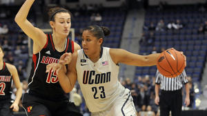 UConn Women Top Louisville, 72-58