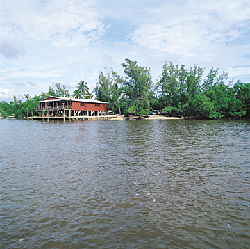 Florida Getaways of the Day - <b>Chokoloskee:</b> Stilts hold up picturesque site of Everglades history