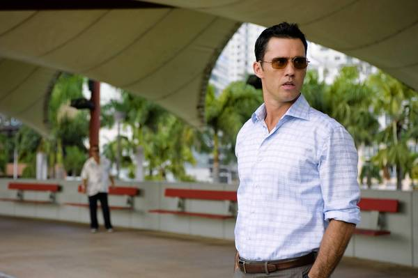 Burn Notice star Jeffrey Donovan maintains a good diet and works out regularly by boxing and circuit training.