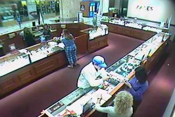 Palm Beach County Sheriffs detectives are searching for the man who stole a nearly two carat diamond ring