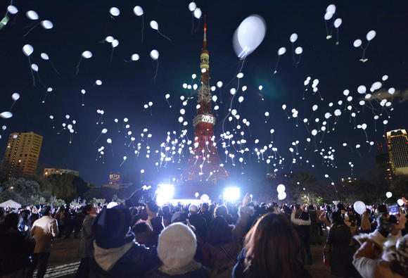 People release balloons to celebrate the New Year's during an annual countdown ceremony produced by the Prince Park Tower Tokyo, flagship of the Prince hotel chain in Tokyo on January 1, 2013.