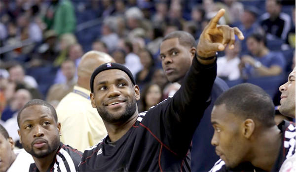 LeBron James became the youngest NBA player to score 20,000 points with a 25-point showing Wednesday as the Heat beat the Warriors.