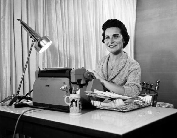 """Dear Abby"" advice columnist Pauline Phillips has died at the age of 94."