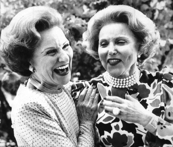 "Famous ""Dear Abby"" advice columnist Pauline Phillips, left, and her twin-sister Ester, ""Ann Landers,"" in 1986. The sisters were from Sioux City, Iowa."