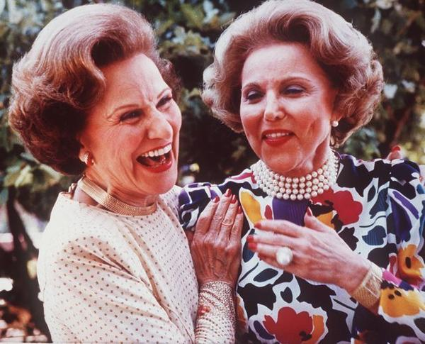 "Advice columnist Ann Landers, right, and twin sister Pauline Friedman Phillips, who wrote ""Dear Abby,"" in June 1986 at their 50th high school reunion in Sioux City, Iowa. Phillips died Wednesday at 94."