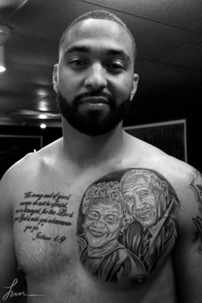 Matt Kemp shows off his new tattoo.