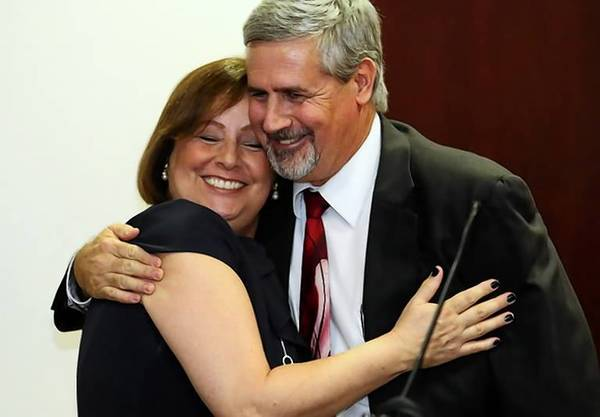 Rita and Jeff Ashton hug after he was sworn in as Orange-Osceola state attorney.