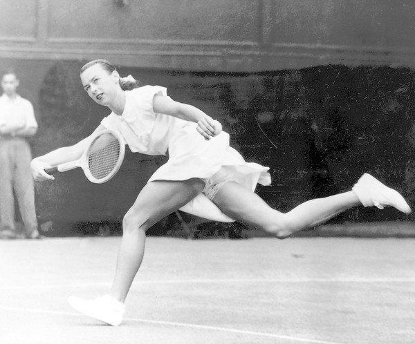 dies at 89; tennis player caused Wimbledon uproar with short skirt