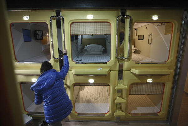 A reporter visits China's largest capsule hotel in Qingdao, Shandong province. The hotel has 100 capsule rooms, each equipped with an LCD TV, WiFi connection, a computer desk, a dresser and comfortable bedding. Staying in one of these rooms costs 45 yuan ($7.2) per day during the off season and 80 yuan during peak season.