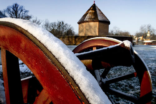 The snow highlights the cannon near Market Green in Colonial Williamsburg. Snow lies on display in and around the restored area of Williamsburg the morning of Jan. 18.
