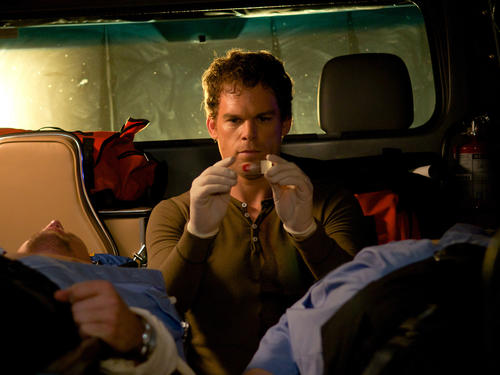 <b>Killer: </b>Dexter Morgan <br><br> <b>Modus operandi: </b>Dexter only kills people who have unjustifiably killed someone themselves, and he makes sure to prove their guilt beforehand. <br><br> <b>Still at large? </b>Yes, because he's meticulous about covering his tracks. Incidentally, he always collects a blood sample from his victim's cheek to make a blood slide.