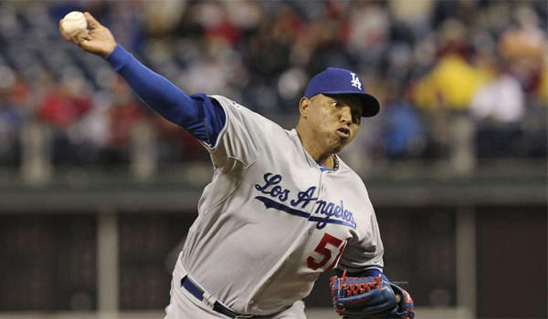 Ronald Belisario, who had a strong comeback season in 2012, signed a one-year contract for $1.45 million on Friday.