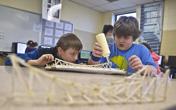 Photo Gallery: Engineering Class at Bate Middle School