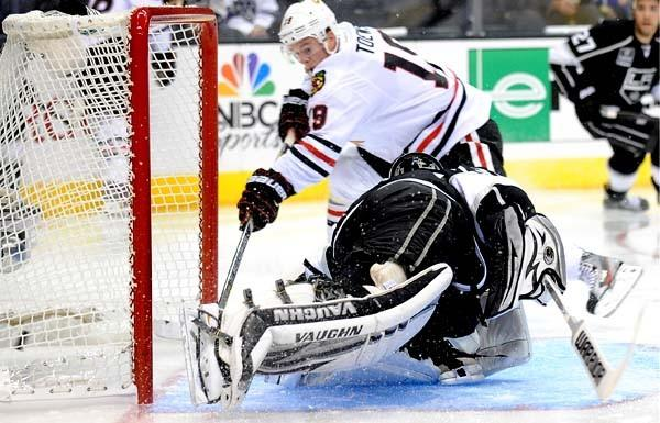 Blackhawks center Jonathan Toews beats Kings goalie Jonathan Quick for a goal in the second period Saturday.