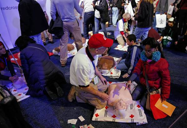 People learn CPR during a National Day of Service kickoff event on the National Mall.