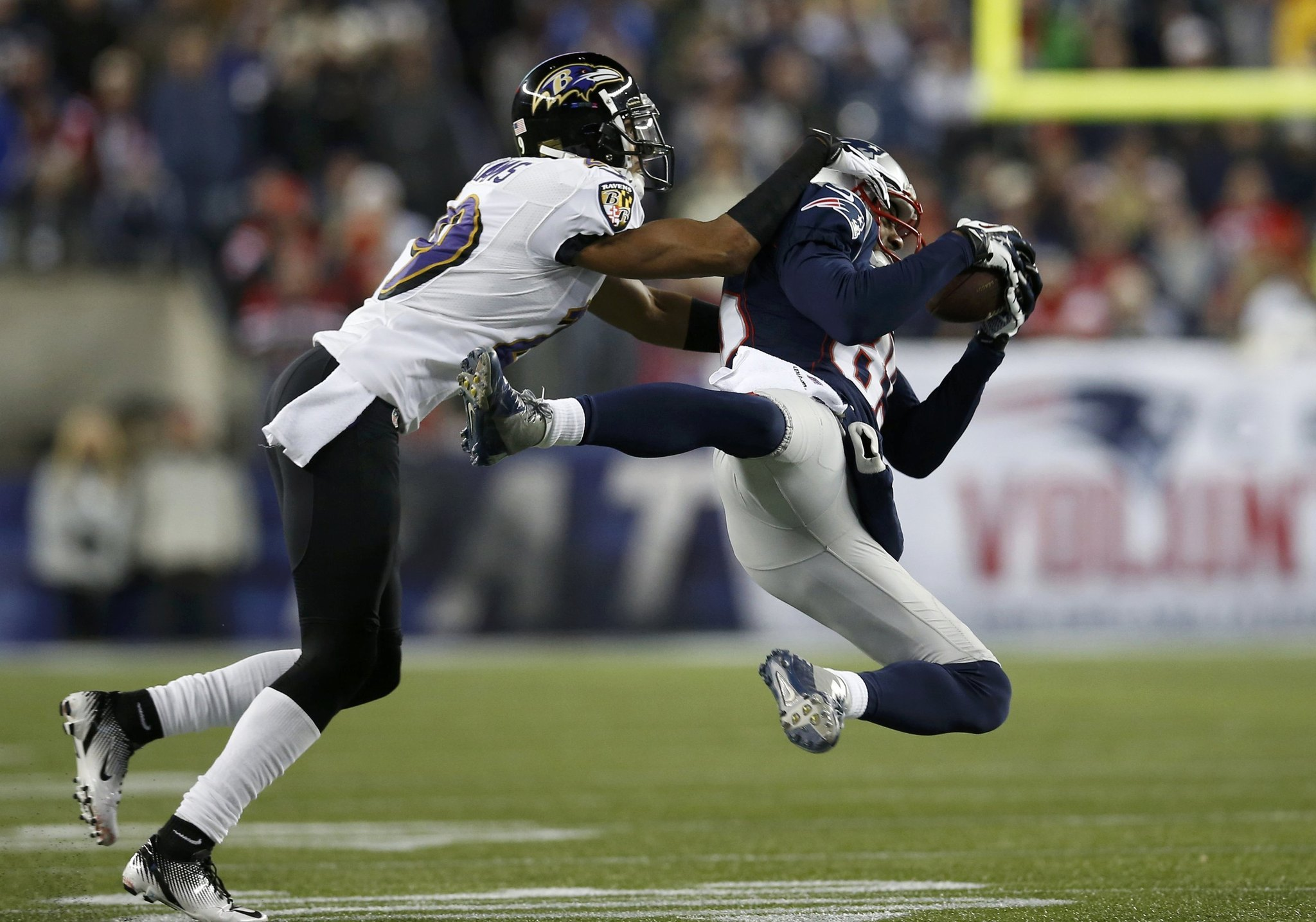 The Patriots' Brandon Lloyd, right, makes a catch in the first quarter against Ravens cornerback Cary Williams in the first half of the AFC championship game.