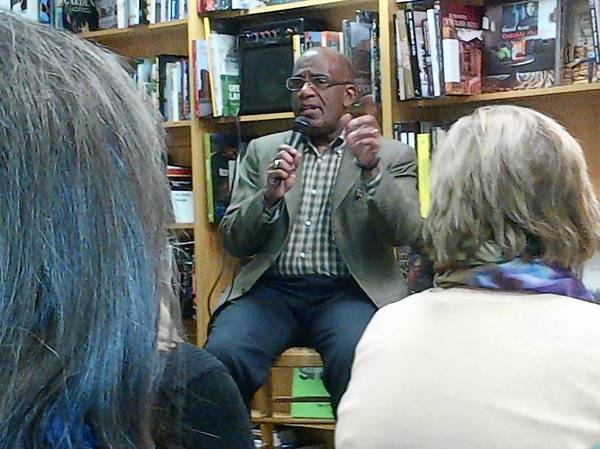 "Al Roker talks at the Book Stall in Winnetka Jan. 14 to a standing room crowd about his memoir/diet book ""Never Going Back."""