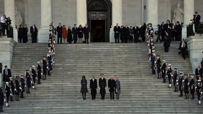 First Lady Michelle Obama, President Obama, Maj. Gen. Michael Linnington, Vice President Joe Biden and Jill Biden descend the Capitol steps.