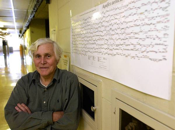 In the 1970s, Carl Woese — shown in 2002 at the University of Illinois — and his colleagues discovered archaea, the third domain of living organisms, and helped pioneer the use of genetic sequences.